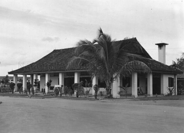 Photograph of guardroom at Seletar Camp in 1930s. - New Naratif