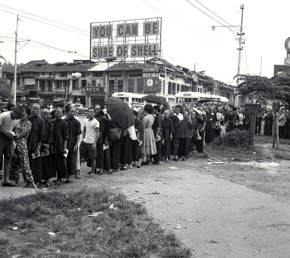 People waiting to cast their vote, 30 May 1959 - New Naratif