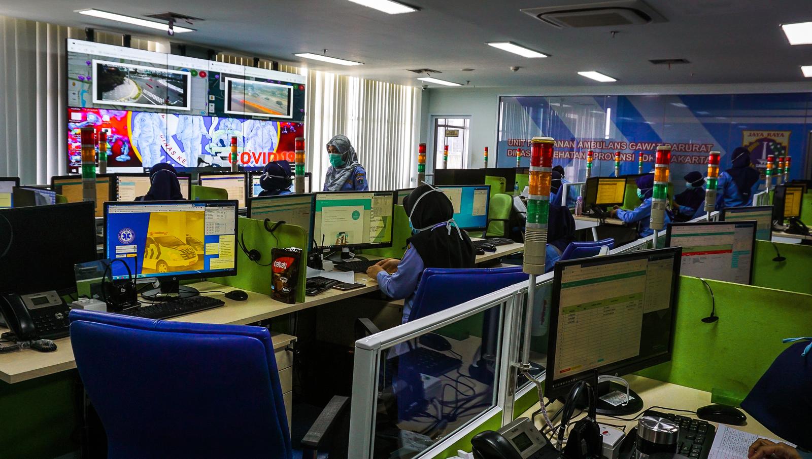 Dari semua bagian gedung AGD Jakarta, pusat komando (command center) di lantai empat merupakan ruangan tersibuk.